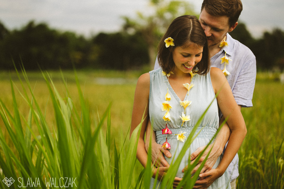 couple posing for their engagement , materinty photos in paddy fields Ubud Bali