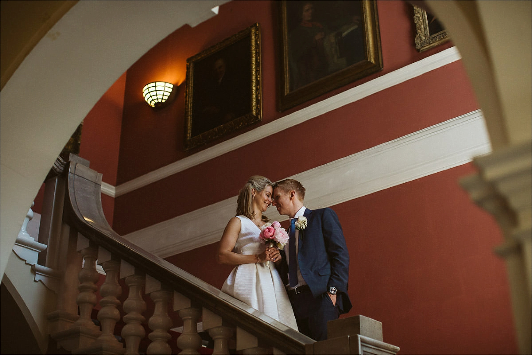 couple posing for photos on the stairs of kensington and chelsea register office