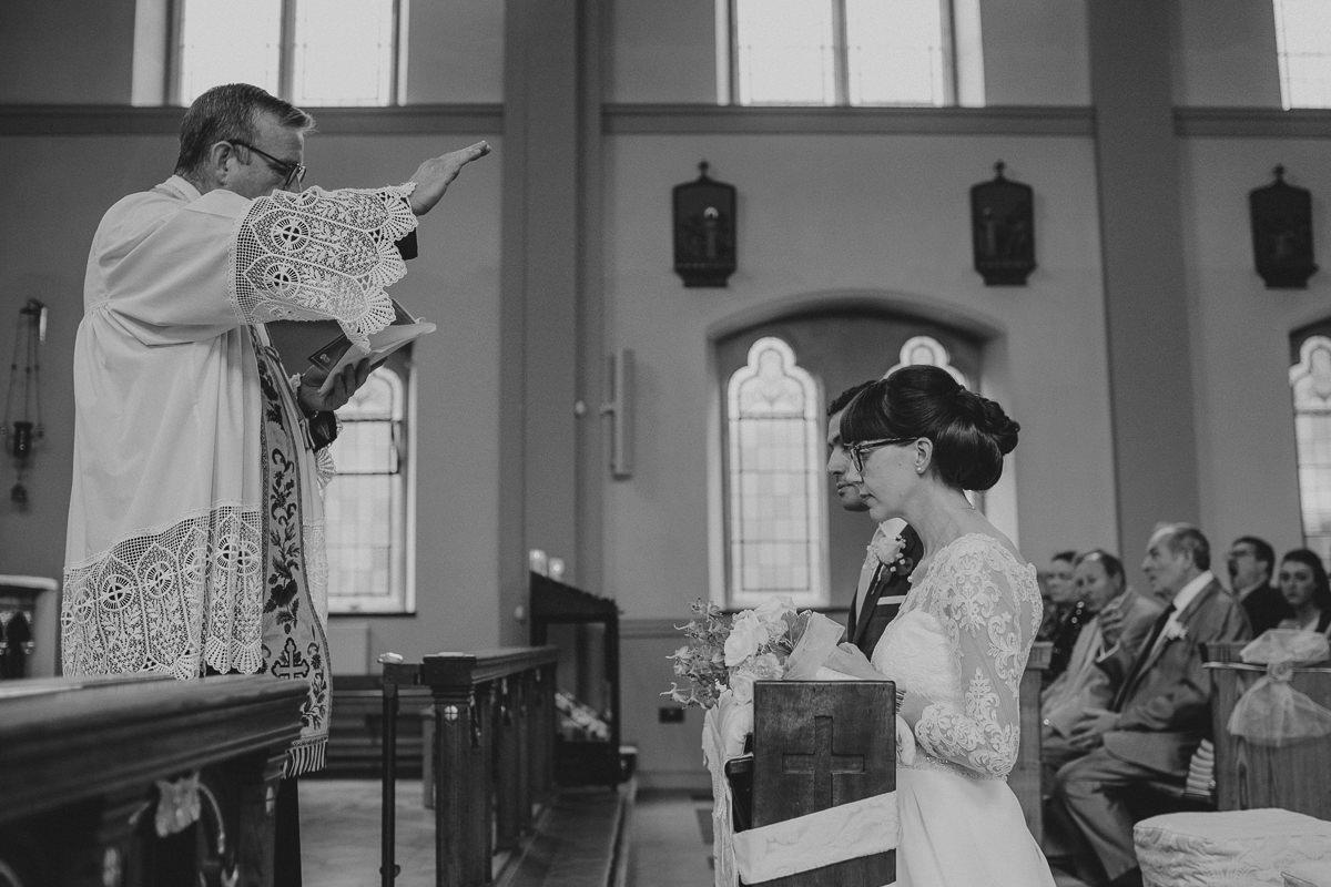 documentary wedding photogrphy at a transfiguration church in Kensal Rise