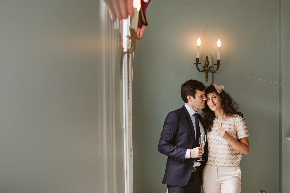 relaxed and informal couple photos at the Drapers Arms pub