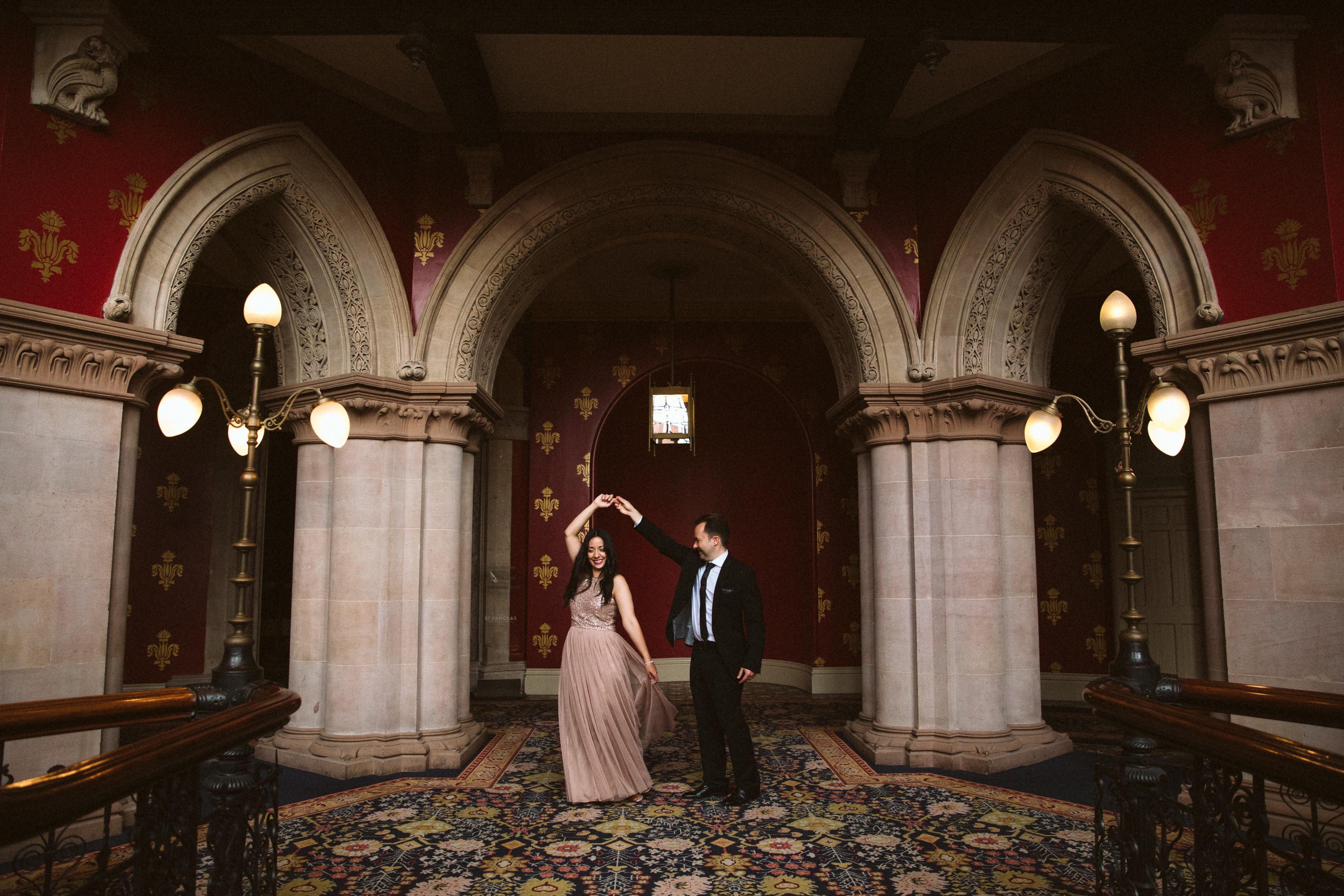 intimate wedding photography st pancrass hotel london