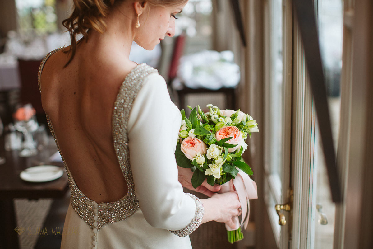 stunning and elegent portrait of a bride at macdonald Compleat Angler Hotel in Marlow