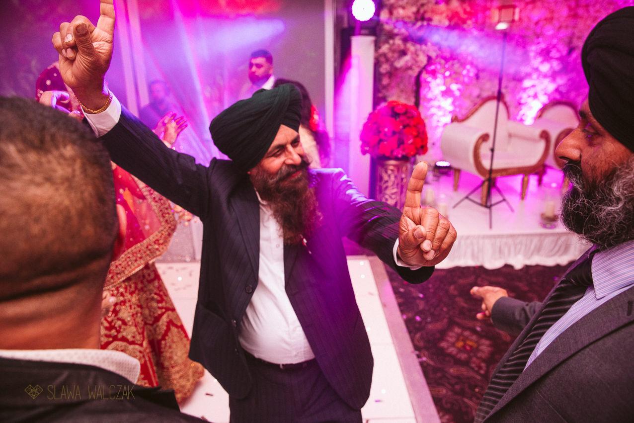 sikh guest dancing at an Asian Wedding