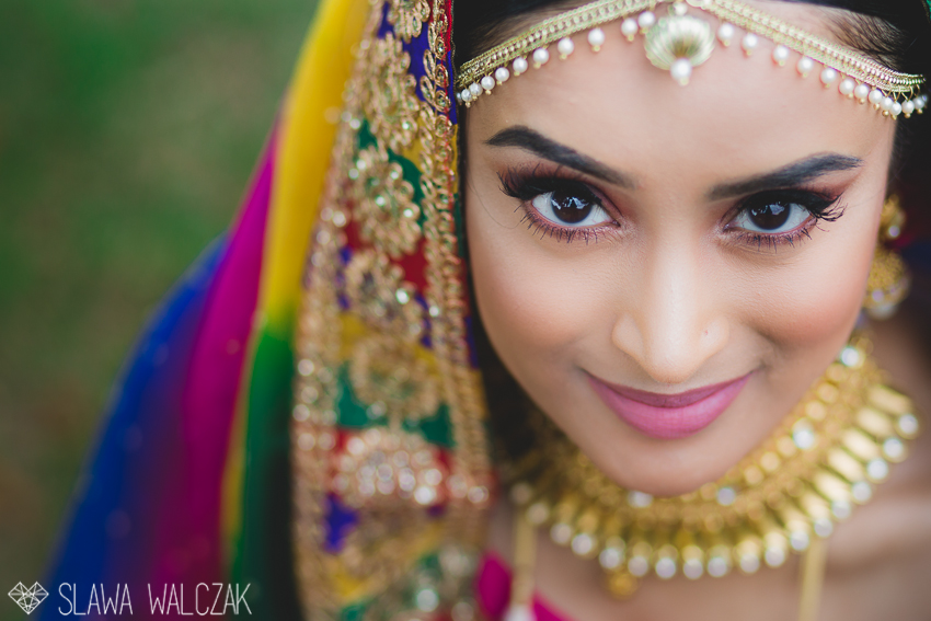 portait od an indian bride during her mendhi party