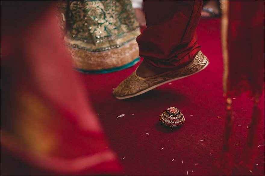 asian-wedding-photographer-bhaktivedenta-manor_0107