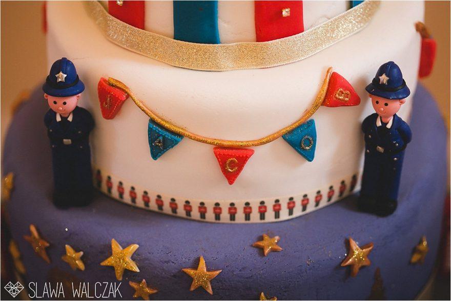 London policeman kids cake decoration