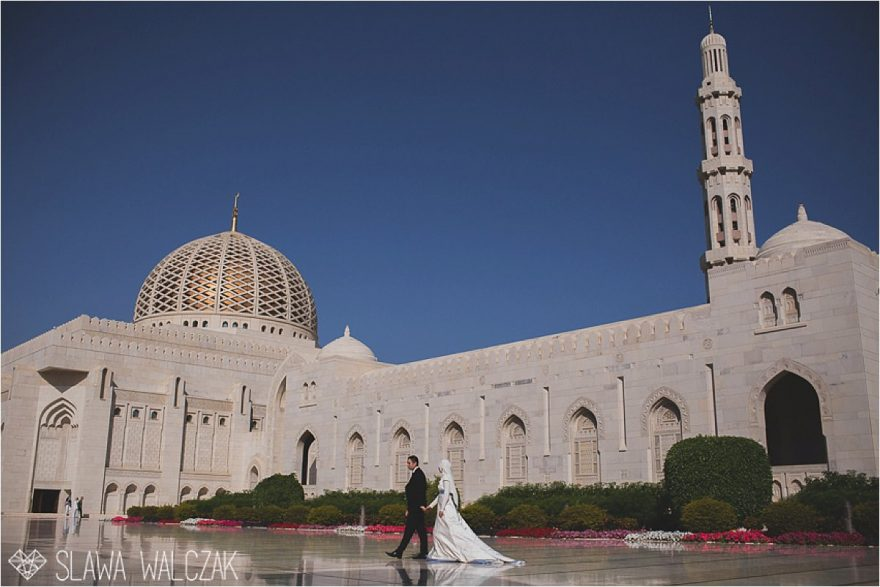 arab wedding photography in Sultan Qaboos Mosque in Muscat