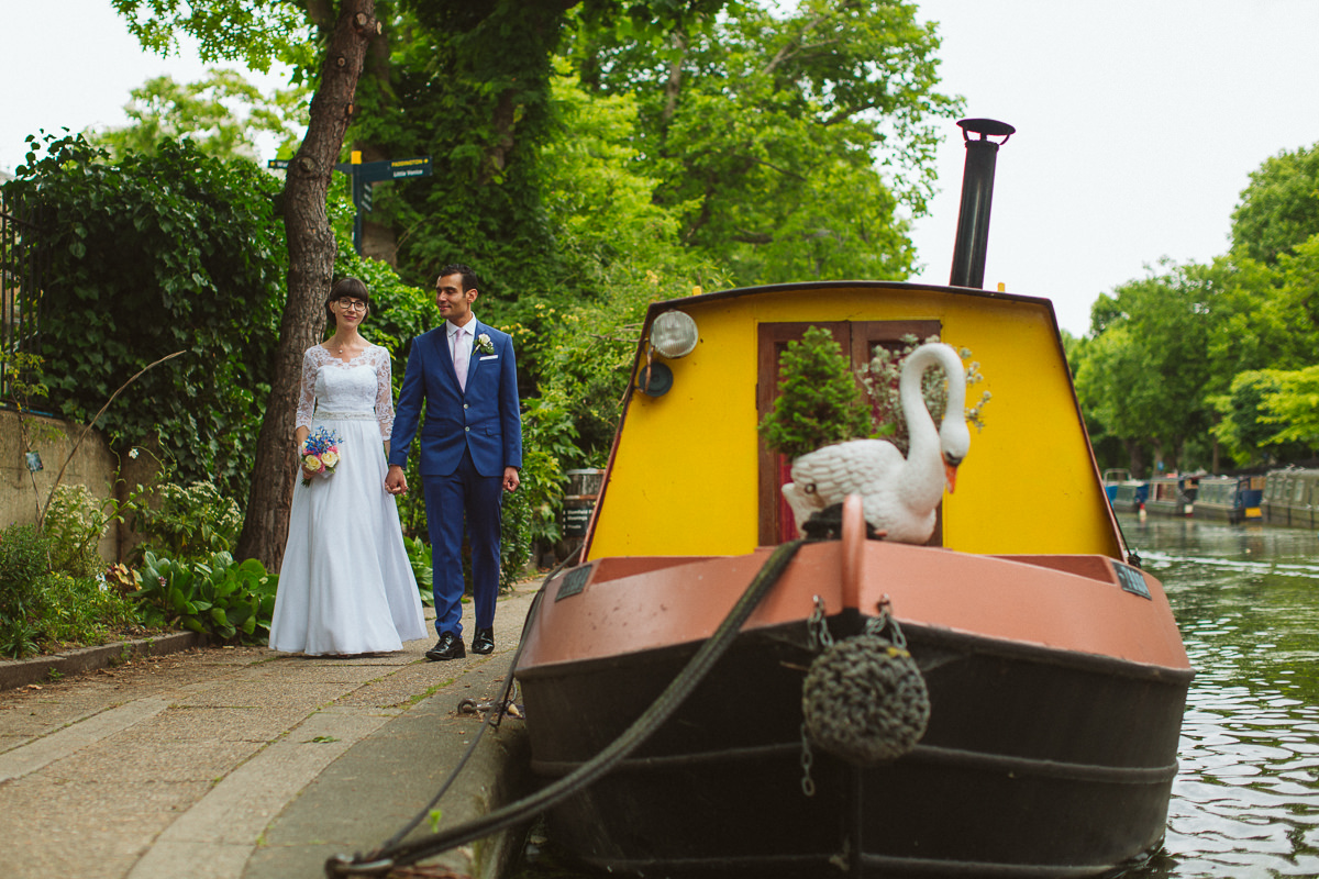 couple photo shoot during a london weding at Little Venice