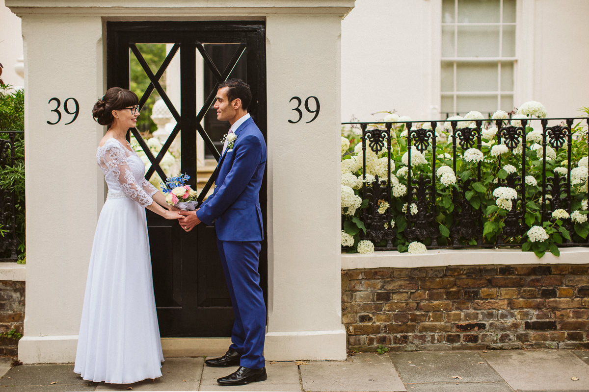 couple wedding photo shoot in Little Venice Londonin