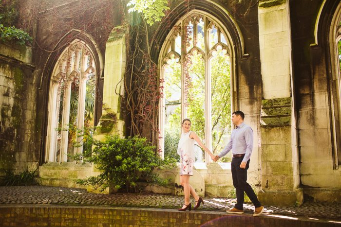 relaxed anr romantic couple photo shoot in St Dunstan London