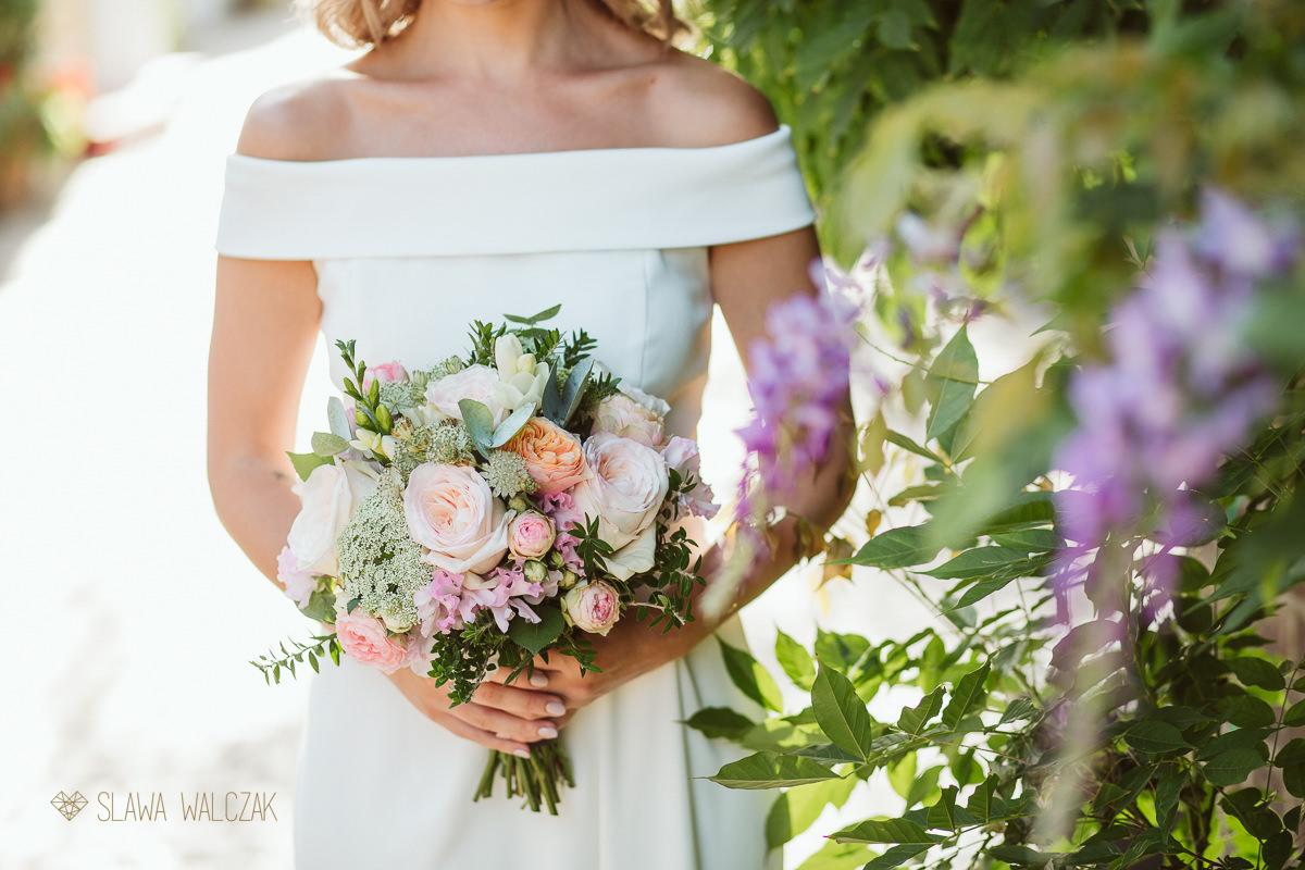 gorgeous bridal bouquet photo