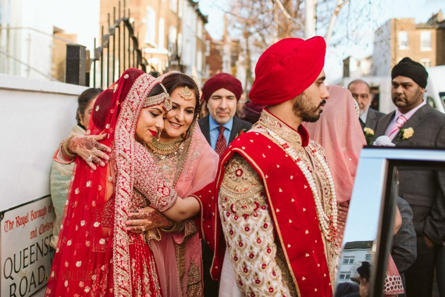 Creative documentary photos from a Sikh Gurdwara Wedding