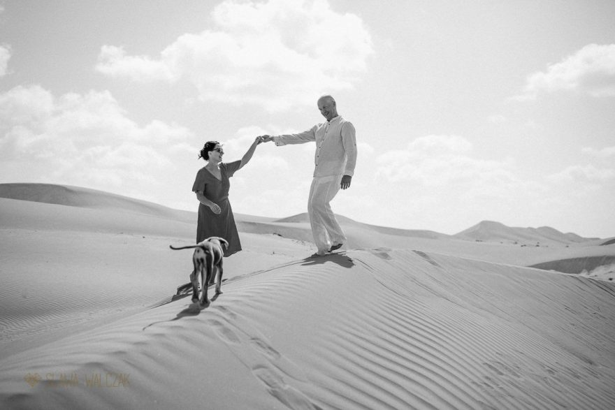Family and engagement photographer Oman Wahiba Sands