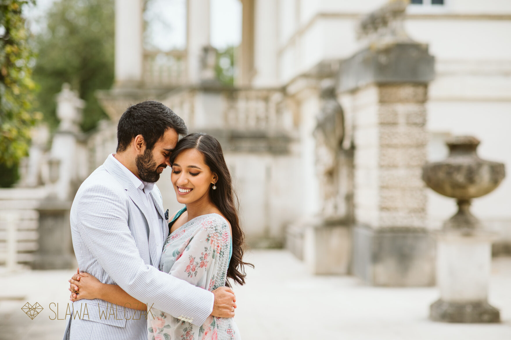 Pre wedding photography Chiswick House Asian couple posing